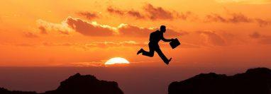 Toda crisis es una oportunidad para crecer y el trabajo permite hacerlo de forma profesional. (Foto Prensa Libre: Pixabay)