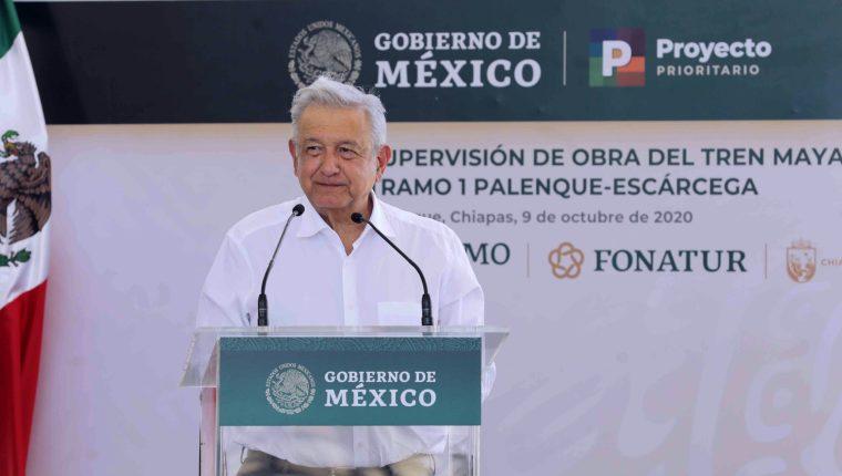 El presidente de México, Andrés Manuel López Obrador, durante la supervisión de obra del Tren Maya en la Ciudad de Palenque estado de Chiapas. (Foto Prensa Libre: EFE)