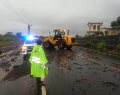 Correntada bloquea el paso vehicular en San Miguel los Lotes, zona destruida por el Volcán de Fuego en 2018