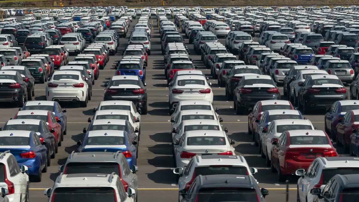SAT subastará lote de vehículos abandonados en aduana de Puerto Barrios (y los requisitos para participar)