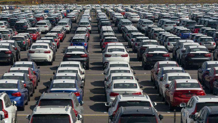 La subasta que realizará la SAT son de vehículos que ingresaron al país, pero los propietarios no pagaron los impuestos correspondientes. (Foto Prensa Libre: Hemeroteca)