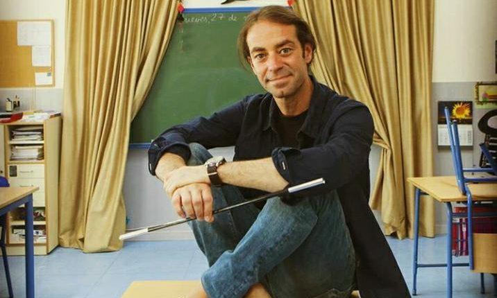 Xuxo Ruiz, autor del éxito en ventas  Educando con magia, ofrecerá una conferencia en línea para los guatemaltecos.  En el 2018  fue considerado de los 50 mejores maestros del mundo.  (Foto Prensa Libre: cortesía).