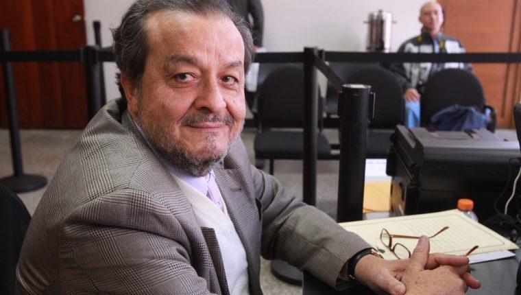 El exmagistrado de la CC Mauro Chacón falleció este domingo 18 de octubre. (Foto Prensa Libre: Hemeroteca PL)