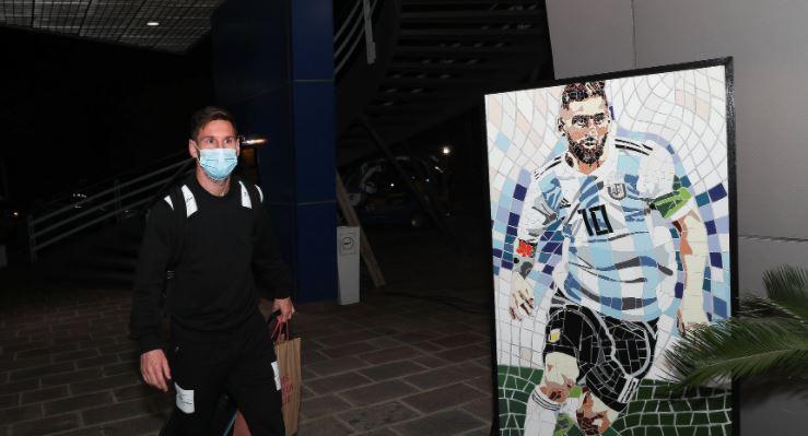 Messi llega a Argentina para jugar el jueves contra Ecuador