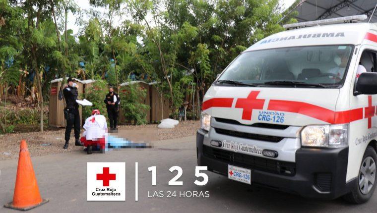 Cruz Roja intentó reanimar al hombre pero ya había perecido. (Foto Prensa Libre: Cruz Roja)