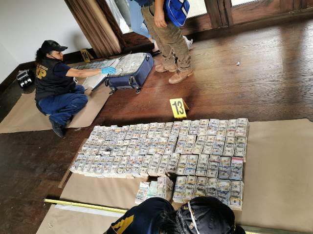 Hay casi medio millón de quetzales más en las maletas con dinero vinculadas al exministro José Benito