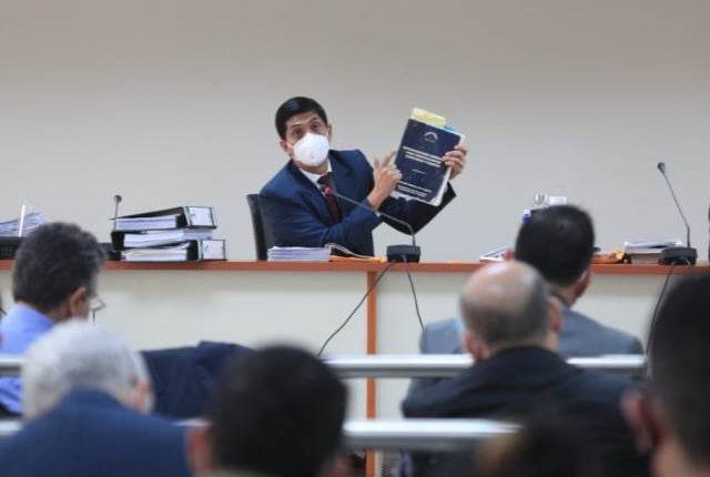 Mynor Moto, juez Tercero, resuelve la audiencia de primera declaración del caso Libramiento de Chimaltenango. (Foto Prensa Libre: Carlos Hernández)