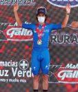 Julio Padilla durante la premiación como ganador de la primera  etapa. (Foto Prensa Libre: Esbin García).
