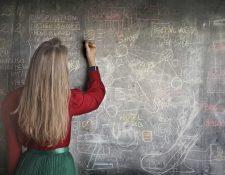 Los profesores se van visto afectados por la pandemia. (Foto Prensa Libre: Pexels)