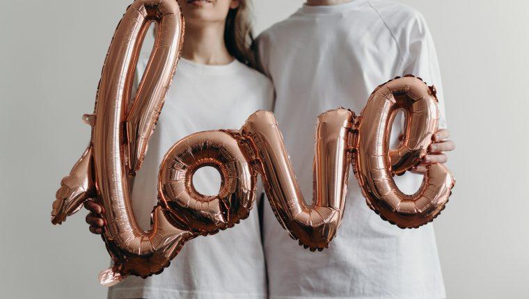 La ciencia sigue descubriendo las ventajas de estar enamorados. (Foto Prensa Libre: cottonbro en Pexels).