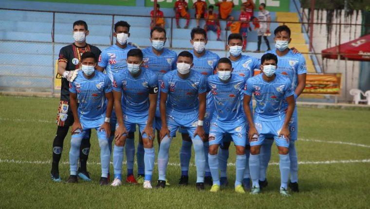 Sanarate protestó saliendo a la cancha con mascarillas para el juego ante Municipal. (Foto Twitter: @IsiEspantzay)