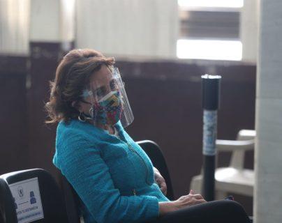 Sandra Torres se presenta al Juzgado para luchar por el control del partido UNE