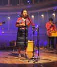 """""""La Siguanaba"""" es el nuevo sencillo de Sara Curruchich y está acompañado de un video grabado en directo en el Teatro Municipal de Quetzaltenango (Guatemala). (Foto Prensa Libre: Cortesía Sara Curruchich)"""