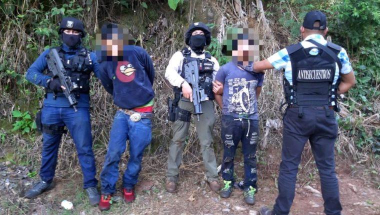 El Comando Antisecuestros de la Policía Nacional Civil (PNC) reportó este lunes 19 de octubre que un operativo que llevaron a cabo en Huehuetenango permitió la captura de dos supuestos secuestradores y la liberación de su víctima. (Foto Prensa Libre: PNC)