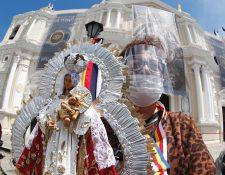 Miles de guatemaltecos veneran a la Virgen del Rosario. (Foto Prensa Libre: Esbin García)