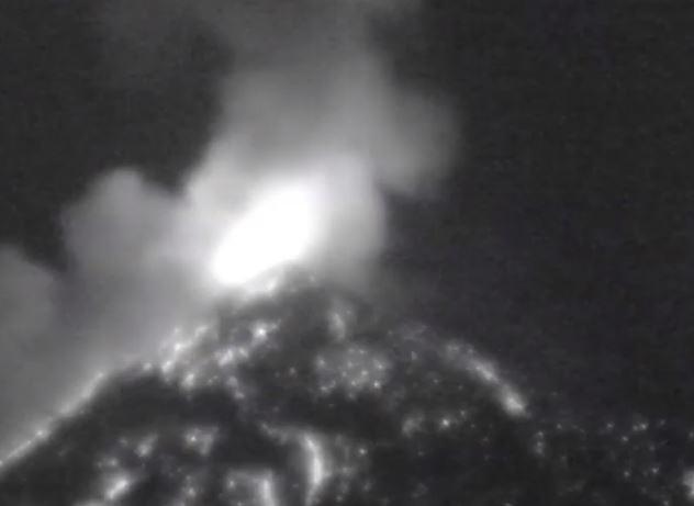 Cámara capta el momento de una fuerte explosión del Volcán de Fuego