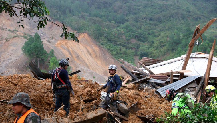 El número de víctimas aumenta, mientras aún hay muchos desaparecidos que se creen pueden estar soterrados. (Foto: AFP)