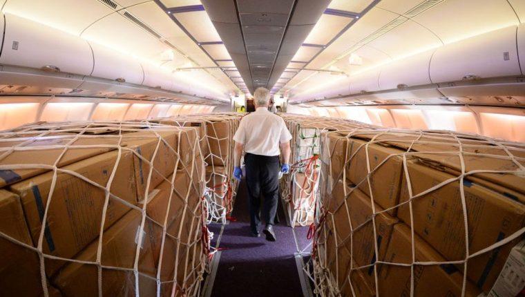 Las aerolíneas se están preparando para ayudar en la distribución de la vacuna.