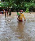 Este lunes ya algunas comunidades en Honduras se habían visto afectadas por el huracán Eta. EPA