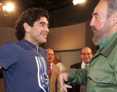 Maradona y Castro forjaron su relación durante la rehabilitación del argentino en Cuba. GETTY IMAGES