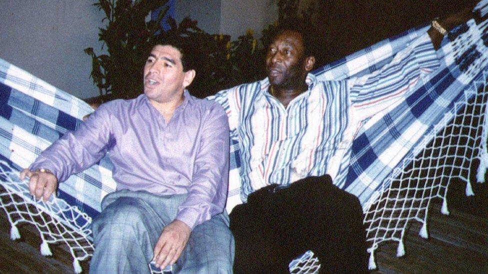 Cómo nació la rivalidad entre Maradona y Pelé (y qué hay de verdad en ella)
