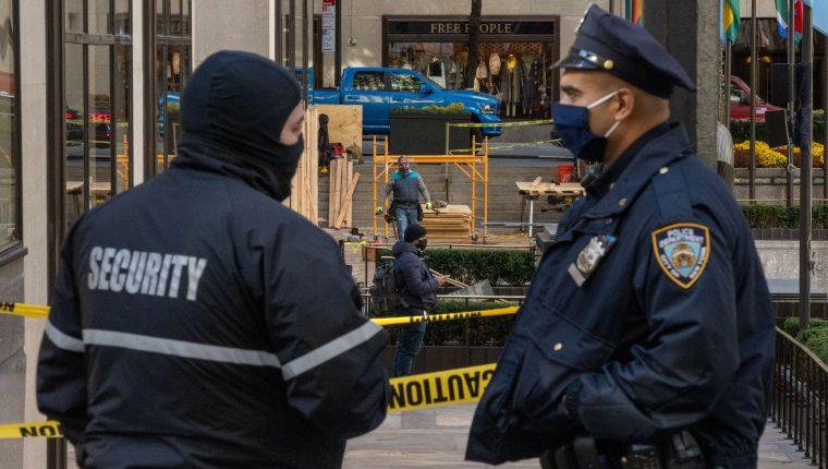 La policía busca a los responsables de la balacera en el apartamento de Brooklyn, Nueva York (Foto Prensa Libre: EFE)