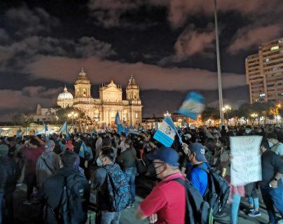 Miles de manifestantes han acudido a las manifestaciones en la Plaza de la Constitución las últimas semanas. (Foto Prensa Libre: Hemeroteca PL)