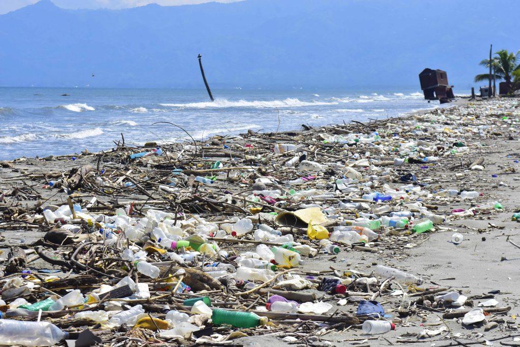 """""""Cuarenta y cinco km de desechos"""": presidente de Honduras visitará Guatemala para hablar sobre contaminación del Motagua"""
