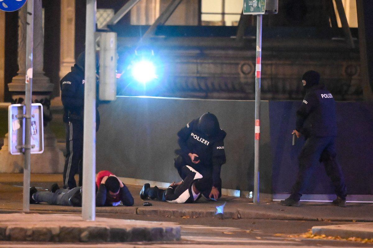 Desorientado y con malas amistades: así describe su abogado al joven terrorista de Viena