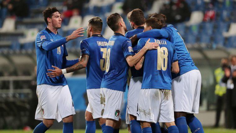 Italia no pierde un juego oficial desde 2017, cuando cayeron ante Suecia y perdieron la clasificación a la Copa del Mundo de Rusia 2018. (Foto Prensa Libre: EFE)