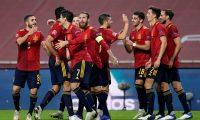 GRAFCAT4609. SEVILLA, 17/11/2020.- Los jugadores españoles celebran el tercer gol de su equipo durante el partido de la sexta jornada del grupo 4 de la primera fase de la Liga de las Naciones que las selecciones de España y Alemania disputan esta noche en el estadio de La Cartuja de Sevilla. EFE/Julio Muñoz