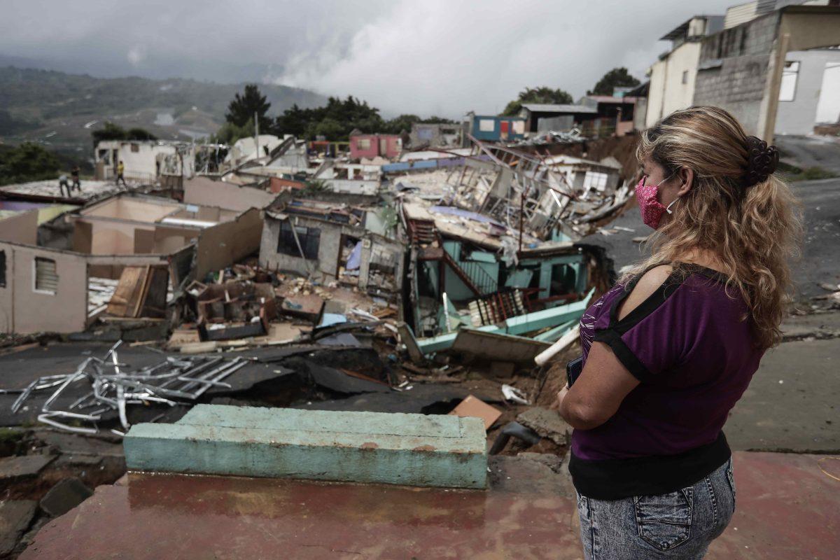 """""""Terremoto en cámara lenta"""" : el angustioso drama que viven en un pueblo en Costa Rica que desaparece poco a poco"""