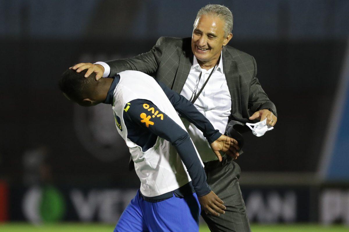2-0. Uruguay, cuarta víctima de Brasil, que mira por retrovisor a los rivales