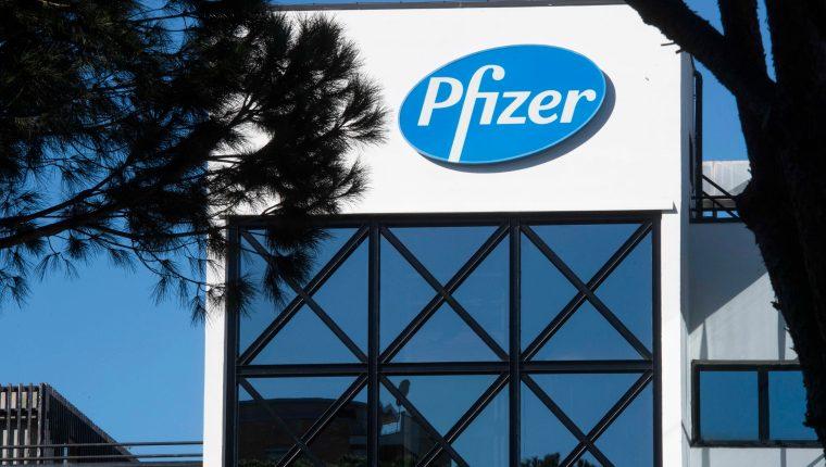 Pfizer es una de las farmacéuticas que más avances ha presentado en el desarrollo de una vacuna contra el coronavirus. (Foto Prensa Libre: EFE)