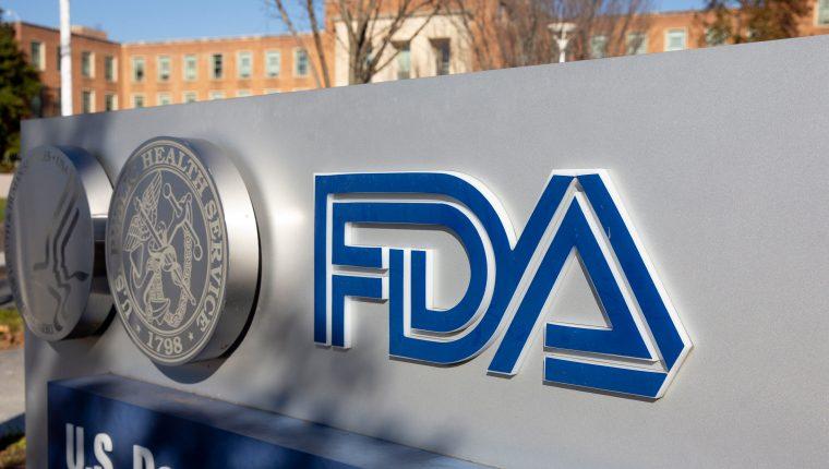 La aprobación de la vacuna en contra del coronavirus queda en manos de la FDA (Foto Prensa Libre: EFE)