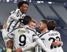 Los jugadores de la Juventus celebran el gol que les dio la victoria en Champions. Foto Prensa Libre: EFE.
