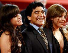 Diego Maradona y sus hijas Dalma (D) and Giannina (L) en  en el festival de cine de Cannes, Francia el 20 de mayo de  2008. (Foto Prensa Libre: HemerotecaPL)