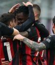 El AC Milan está solo en el liderato de la Serie A italiana tras derrotar al Atalanta. (Foto Prensa Libre: EFE)