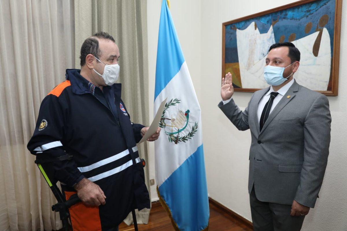 Giammattei juramenta a Gendri Reyes como nuevo ministro de Gobernación
