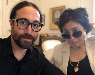 Sean Lennon y su madre Yoko Ono. (Foto Prensa Libre: Facebook)