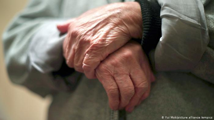 La gente mayor está más sola que nunca durante esta pandemia del coronavirus. (Yui Mok/picture alliance /empics)