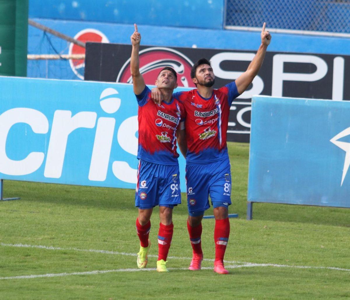Xelajú vence a los cremas 3 a 1; doblete de Wilber Pérez vuelve a alejar a Comunicaciones del liderato