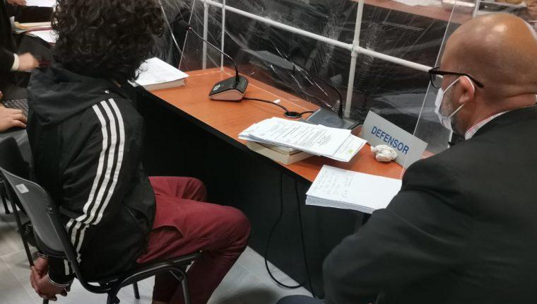 Douglas Cuellar Quezada, durante la audiencia judicial. (Foto Prensa Libre: Mariajosé España)