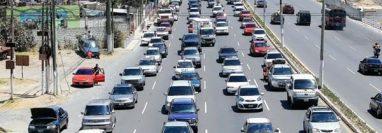 Los dueños de los vehículos deben tener al día el pago del impuesto para poder circular. (Foto Prensa Libre: Hemeroteca PL)