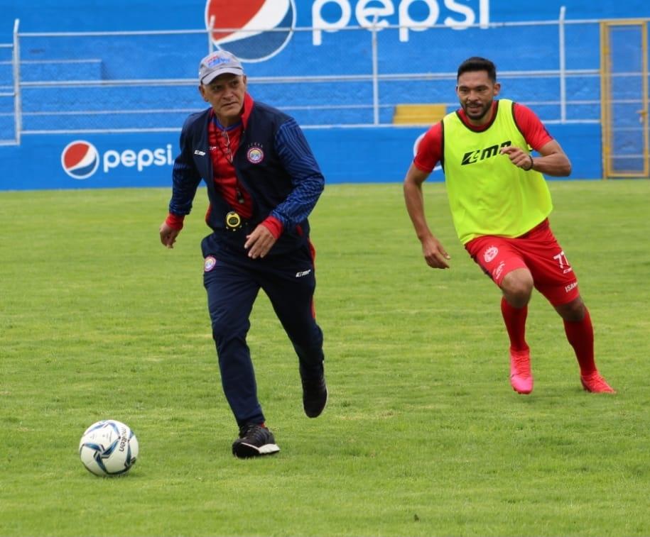 Walter Claverí supera el covid-19 y vuelve a los entrenos de Xelajú; no dirigirá ante Guastatoya