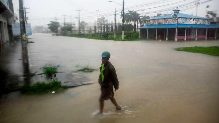Daños causados por Eta en Puerto Barrios, Izabal. (Foto Prensa Libre: AFP)