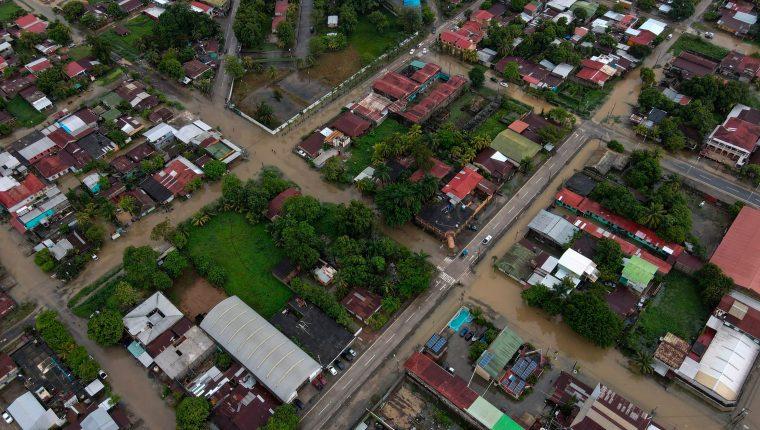 Eta ha ocasionado inundaciones, derrumbes, aludes e incomunicado a miles de familias en Guatemala. (Foto Prensa Libre: AFP)