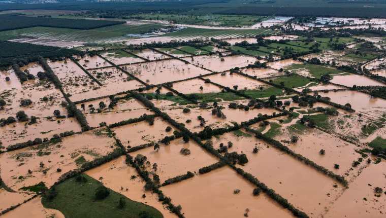 Vista aérea de inundaciones en  Machaca, Puerto Barrios, Izabal, este 5 de noviembre a causa de la depresión Eta. (Foto Prensa Libre: AFP)