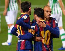 Lionel Messi fue suplente y entró al terreno de juego en el segundo tiempo, el cual aprovechó para anotar un doblete ante el Betis. (Foto Prensa libre: AFP)