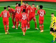 El Bayern Munich vino de atrás y remontó el marcador para quedarse con la victoria de visita ante el Borussia Dortmund. Lewandowski fue uno de los anotadores. (Foto Prensa Libre: AFP)